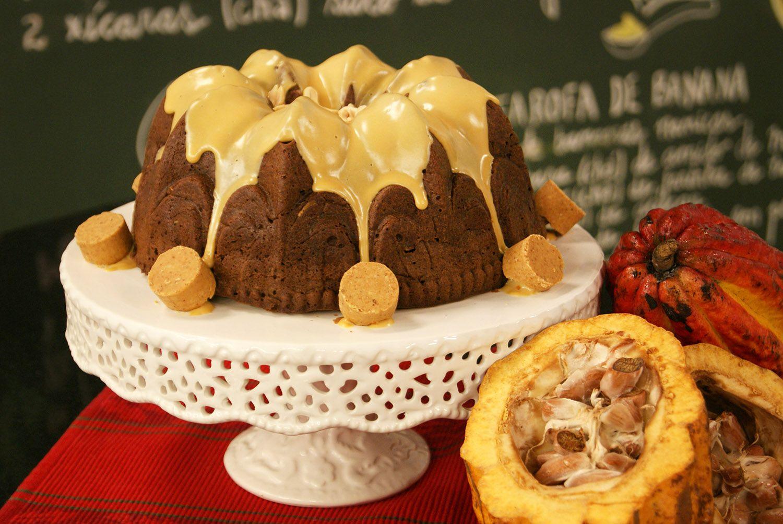Bolo de Chocolate Cremoso com Amendoim