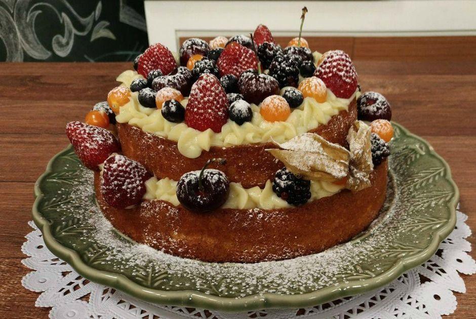 Naked Cake de Frutas Vermelhas e Recheio de Baunilha