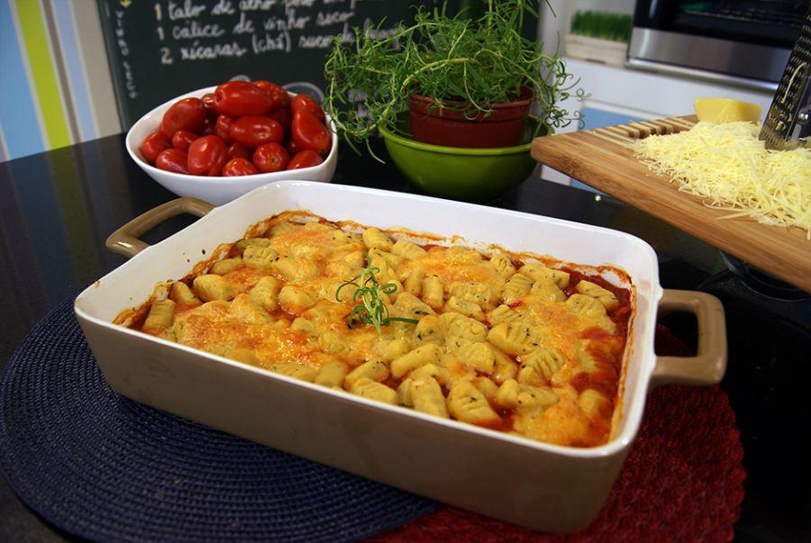 Nhoque de Batata Doce com Provolone ao Molho Picante de Tomates