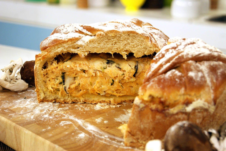 Pão Rústico Recheado com Frango e Cogumelos