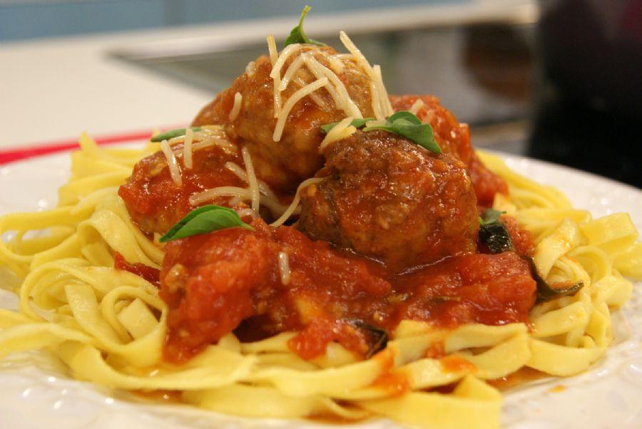 Espaguete com Polpetas