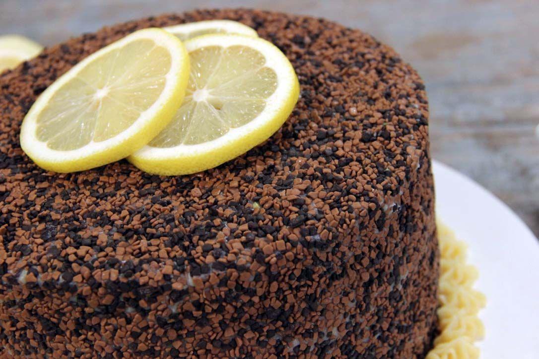 Bolo de Chocolate com Brigadeiro de Limão Siciliano