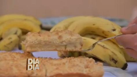 Cuca de Banana com Farofa