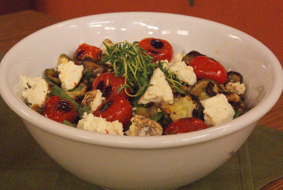 Salada de Trigo com Tomates, Tomilho, Abobrinha, Chancliche e Ervas Aromáticas