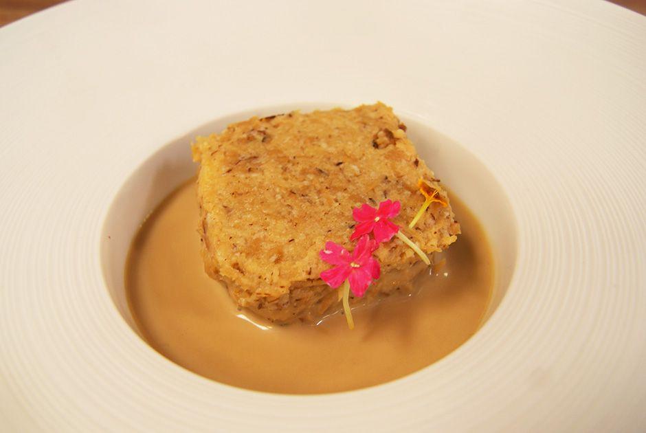Bolo Gelado de Coco Queimado em Caramelo com Puxuri