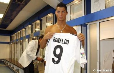 Camisa Numero  De Cristiano Ronaldo Ja Gera Renda Para O Real Madrid