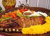Costela de Porco com Legumes e Molho Barbecue