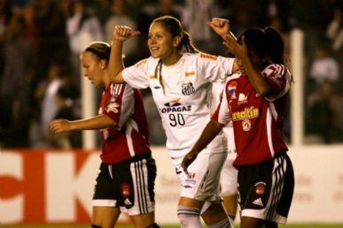 Erika comemora um de seus gols na vitória de 11 a 0 sobre o Caracas