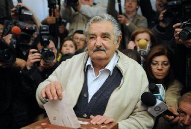 O ex-guerrilheiro José Mujica, da esquerdista Frente Ampla, é considerado um dos favoritos na disputa