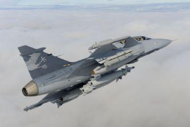 O caça sueco Gripen é o mais barato entre os três que disputam a licitação brasileira / Foto: Divulgação Saab
