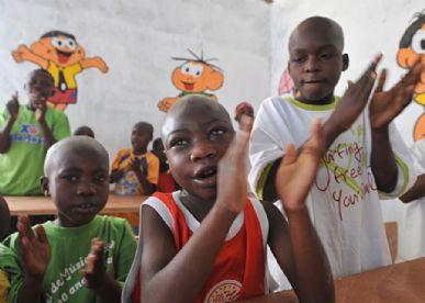 Crianças do Orfanato Fondation Blessing Hands, erguido pela companhia de Força de Paz Haiti, com as doações dos engenheiros brasileiros