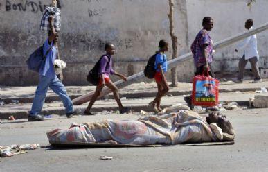 Número de mortos no terremoto passou de 100 mil