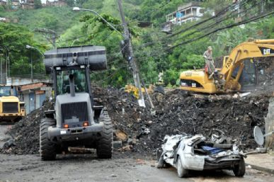 Cerca de 50  casas foram soterradas na noite de ontem em Niterói, RJ