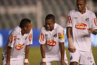 Neymar marcou cinco vezes na Vila Belmiro