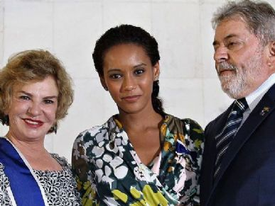 A atriz Taís Araújo com o presidente Lula e a primeira-dama Marisa Letícia