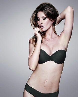 Gisele Bündchen de lingerie provando que já está em perfeita forma