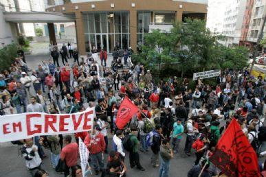 Grevistas reivindicam extensão do aumento salarial