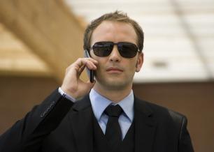 O misterioso comandante dá as dicas para os participantes faturarem 30 mil reais