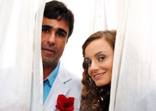 Carolyna Aguiar e Orã Figueiredo interpretam um casal de anjos