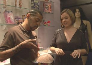 O repórter Thaíde confere o erotismo e as fantasias sexuais que envolvem um <i>sex shop</i>