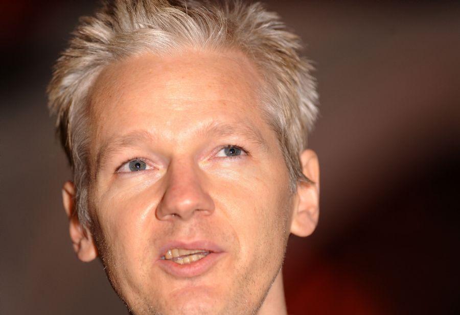 O Fundador do WikiLeaks, Julian Assange, acusa os EUA de macartismo, referência à campanha anticomunista