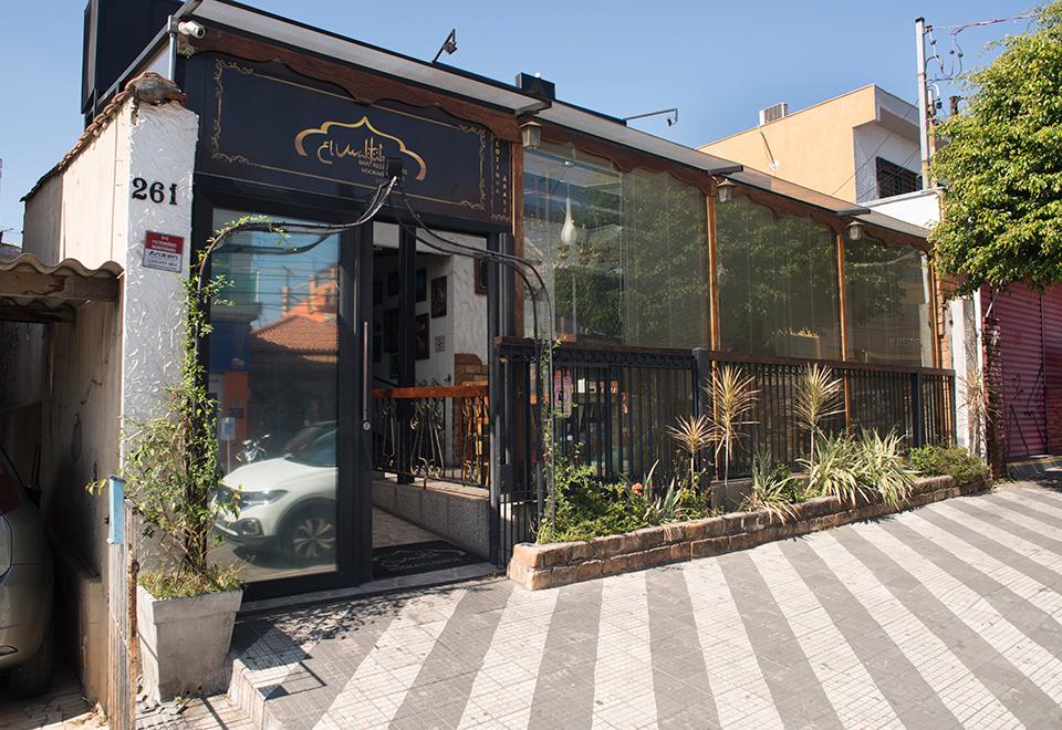 Veja o antes e depois do restaurante El Maktub