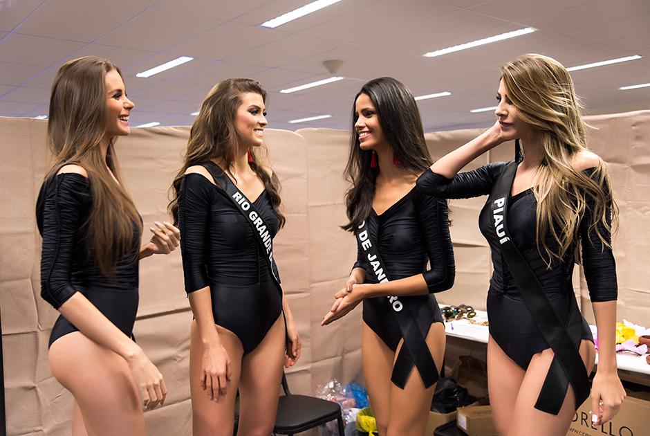 Beldades do Miss Brasil BE Emotion 2016 fazem prova de roupa