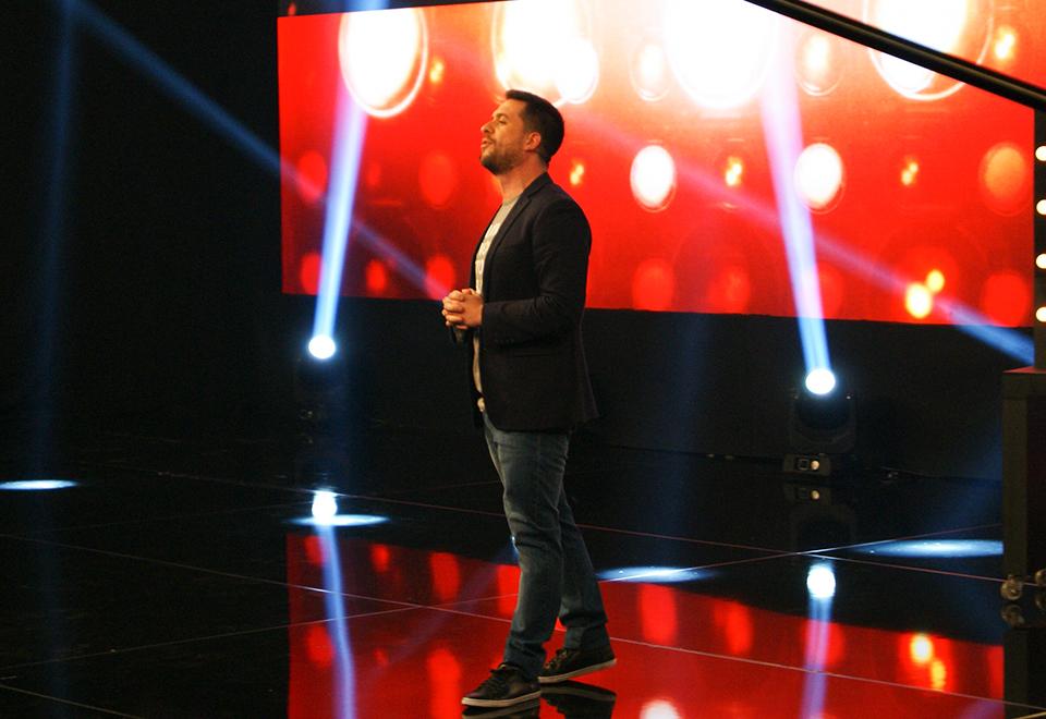 Jurados assistem juntos ao primeiro episódio do X Factor Brasil
