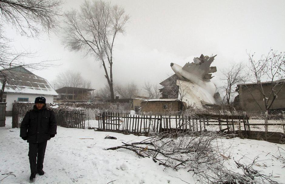 Avião turco cai no Quirguistão e deixa mais de 30 mortos