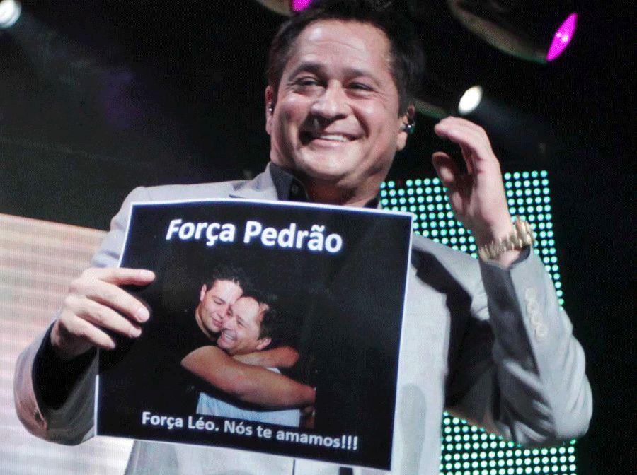 Leonardo mostra foto com o filho / Orlando Oliveira/AgNews