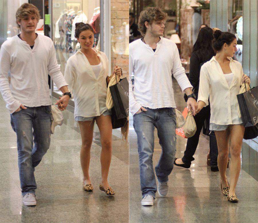 Isis Valverde é clicada com o namorado em tarde de compras / Marcus Pavão/AgNews