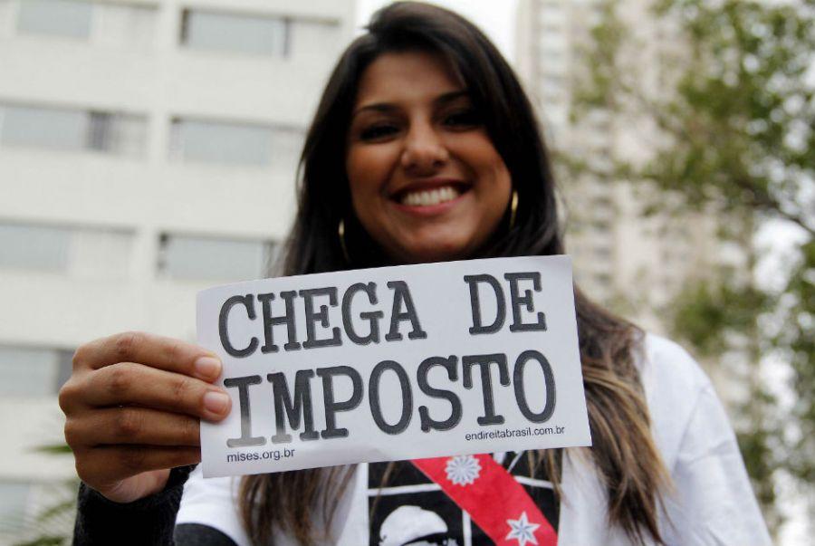 Protesto marca o Dia Nacional do Respeito ao Contribuinte; confira as imagens