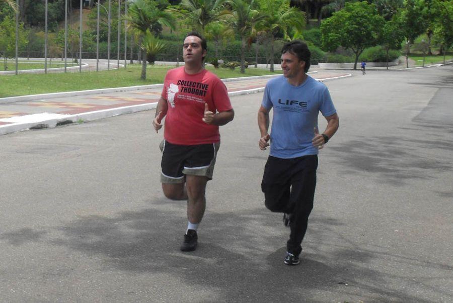 Fernando Bella conseguiu reduzir o consumo de cigarro após exercícios com Marcelo Aldecoa / Divulgação