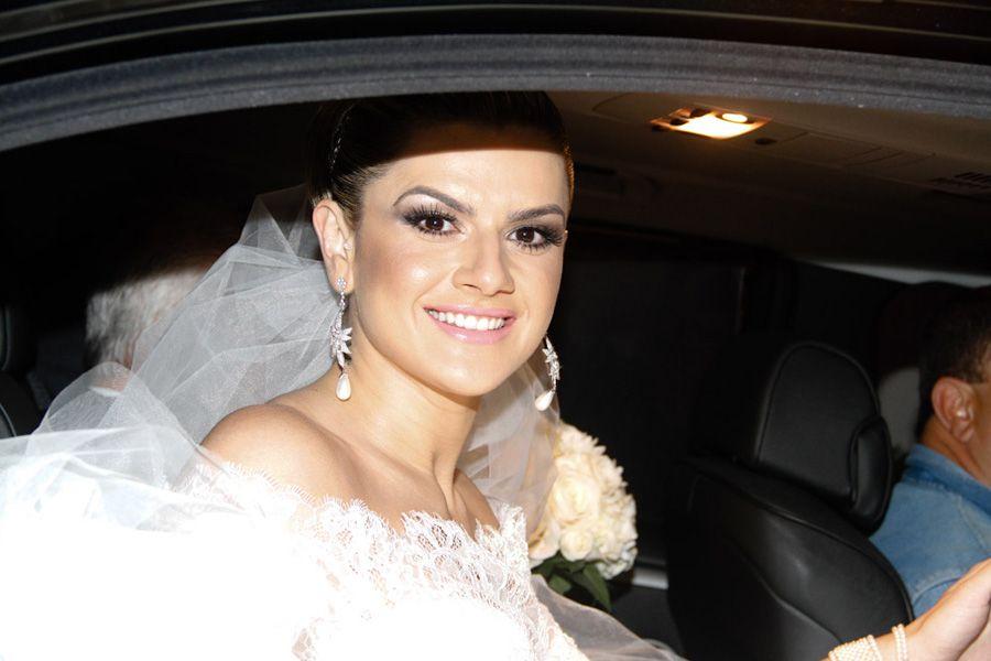 Mirella Santos não esconde o sorriso no rosto /  Amauri Nehn e Orlando Oliveira/ AgNews