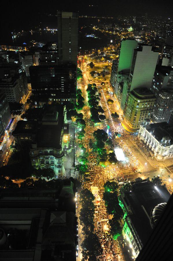 Avenida Rio Branco reuniu milhares de manifestantes na capital carioca / Vanderlei Almeida / AFP