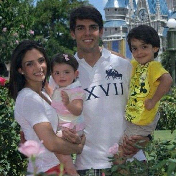 Kaká e Carol Celico com os filhos do casal