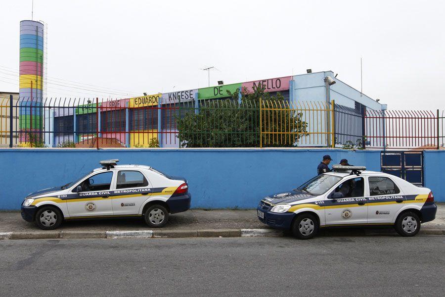 Guarda Civil Metropolitana faz segurança em frente a escola Eduardo Knesse, em Cidade Tiradentes / Joel Silva/Folhapress