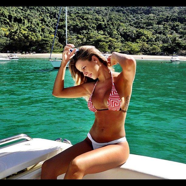 Karen Kounrouzan fecha contrato para posar nua / Divulgação/Twitter