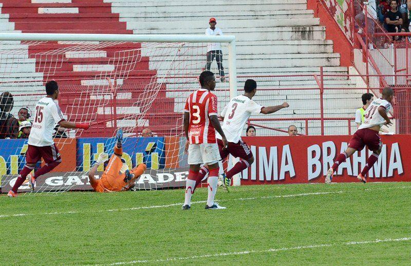 Samuel Rosa (D), foi o artilheiro da tarde deste sábado com dois gols / Yanna Cavalcanti/Photocamera