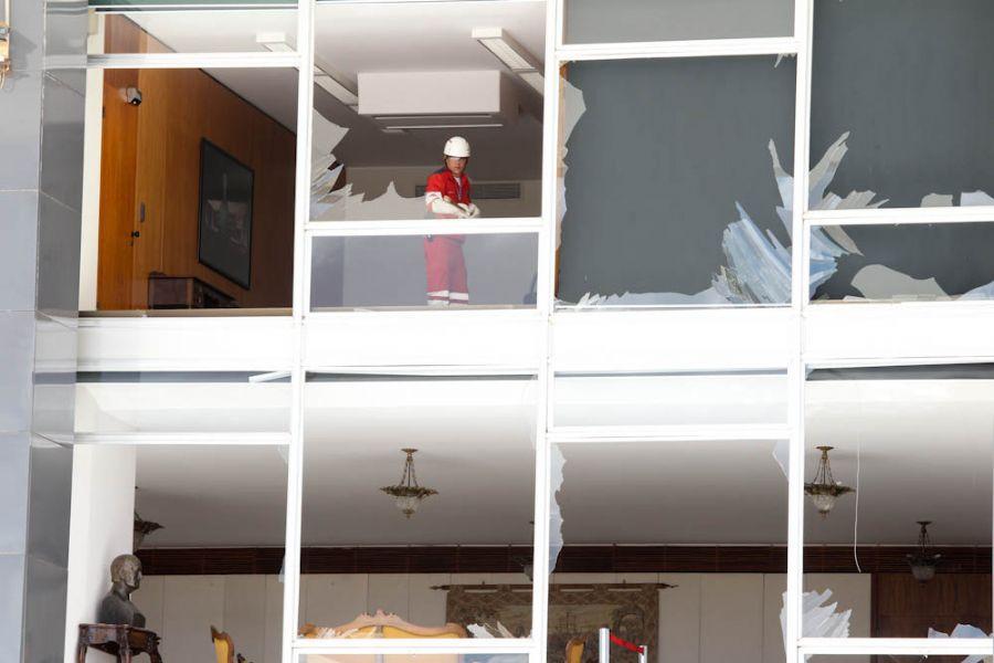 Caça da FAB em voo rasante destrói fachada de vidro do STF / Lula Marques/Folhapress