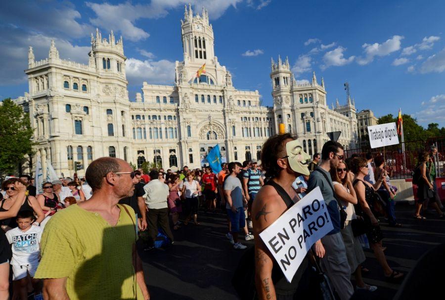 Espanhóis protestam contra as novas medidas de austeridade propostas pelo o governo / AFP PHOTO/ PIERRE -PHILIPPE MARCOU