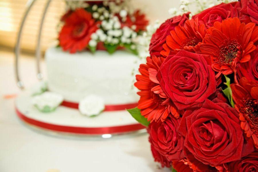 Vermelho pode realçar o dia especial / Shutterstock