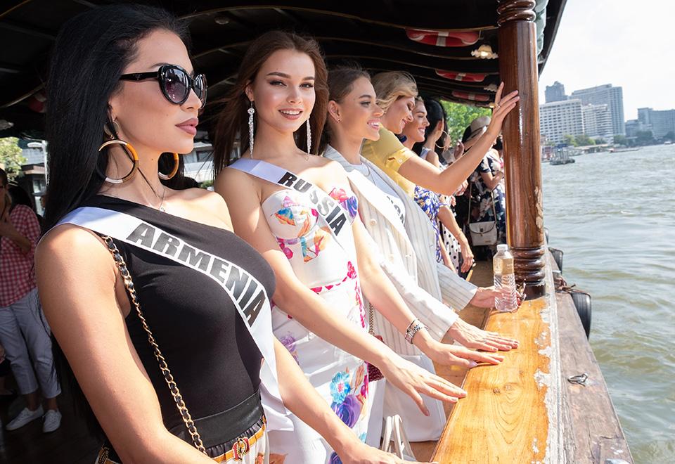 Candidatas à coroa vão ao Templo de Dawn e ao Grande Palácio de Bangkok