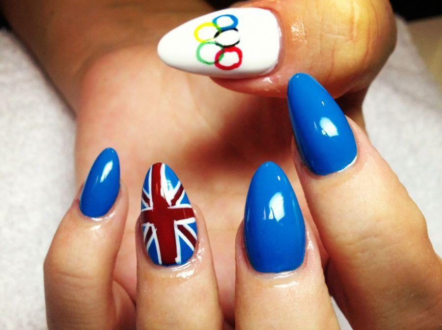 Unhas de Lily Allen em homenagem às Olimpíadas de Londres / Divulgação/Twitter