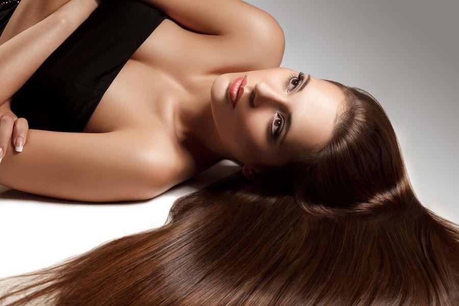 Ter o cabelo liso é o desejo da grande maioria das mulheres / Shutterstock