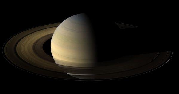 Imagem da Cassini mostra Saturno iluminado no equinócio / Foto: Divulgação/Nasa