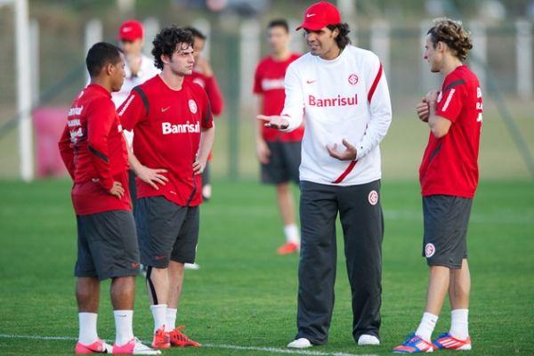 Fernandão conversa durante treino do Inter / Divulgação/Site Inter