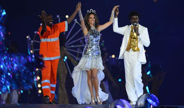 Renato Sorriso, Alesandra Ambrósio e Seu Jorge, na festa de encerramento da Olimpíada