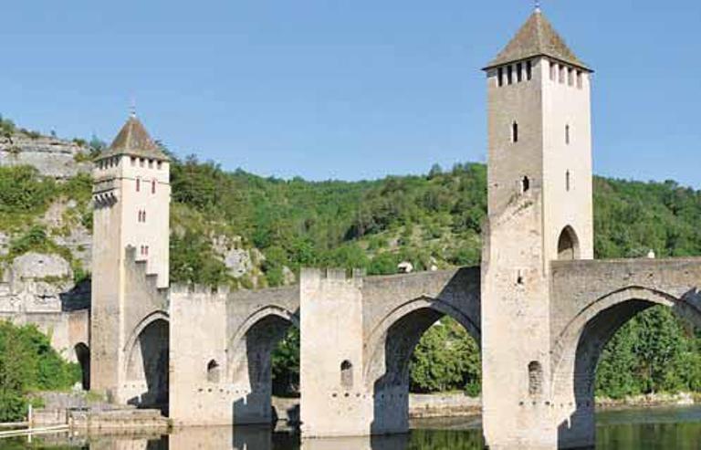 b2c8f2f232 O Vale do rio Lot mantém vestígios medievais  passeios no campo são a  melhor opção para os turistas