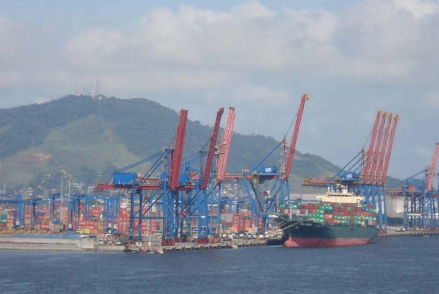Funcionários que atuam no porto de Santos são alvo de várias denúncias / Agência Brasil